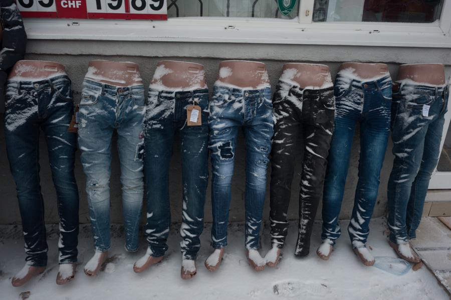 Lângă un magazin de haine FOTO: Sandu Tarlev
