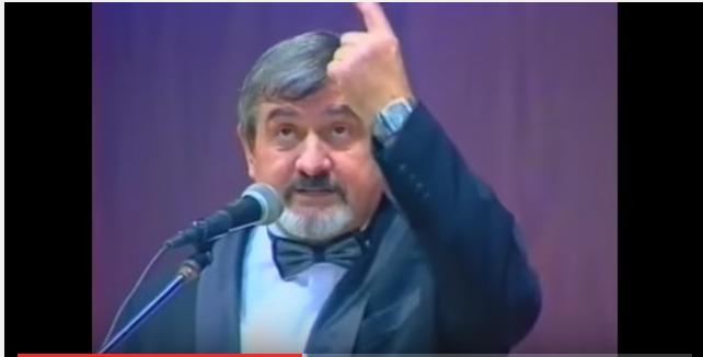 Gheorghe Pârlea în timpul unui spectacol. FOTO: captură video