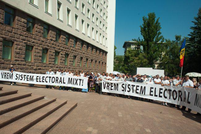 protest-parlament-votul-mixt-10